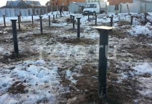 Фундамент на винтовых свая зимой
